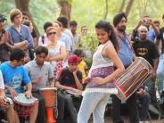 दिल्ली की इन सड़कों पर करिए अपनी प्रतिभा का प्रदर्शन और लुत्फ़ उठाइए शानदार कार्यक्रमों का!
