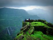 महाराष्ट्र में मुम्बई और पुणे के नज़दीक ही 19 बेस्ट मॉनसून ट्रेकिंग डेस्टिनेशन्स की यात्रा!