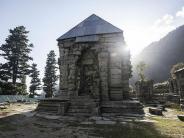 कश्मीर की वादियों और इतिहास का संगम, नारानाग!