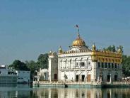 स्वर्ण मंदिर की तरह बेहद खूबसूरत है दुर्गियाना मंदिर