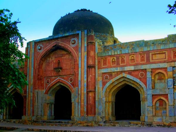दिल्ली के दिल दहला देने वाले टूरिस्ट स्पॉट्स जहां आज भी है भूतों का साया