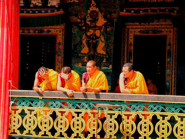 सत्य के मार्ग से होते हुए अहिंसा पर चलने का पाठ पढ़ाते हैं भारत के ये बौद्ध मठ