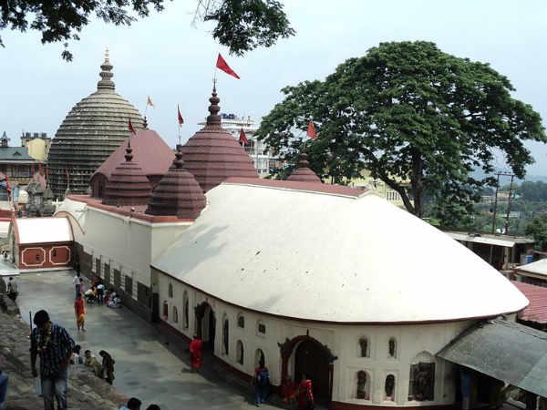 कामाख्या मंदिर: देवी के मासिक धर्म के रक्त से यहां लाल हो जाती है ब्रह्मपुत्र नदी