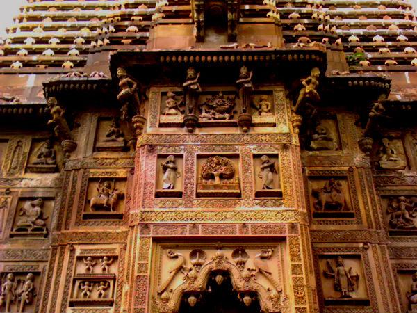 पढ़ें:वसंत नवरात्रि स्पेशल : दुर्गा मंदिर, जहां खुद प्रकट हुई मां की मूर्ति