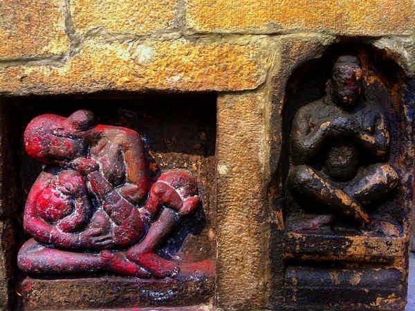 पढ़ें:कामाख्या देवी मंदिर : जहां गिरी थी माँ सती की योनि, लगता है तांत्रिकों और अघोरियों का मेला