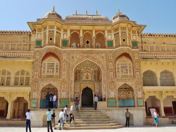 शीश-महल की खूबसूरती आमेर में