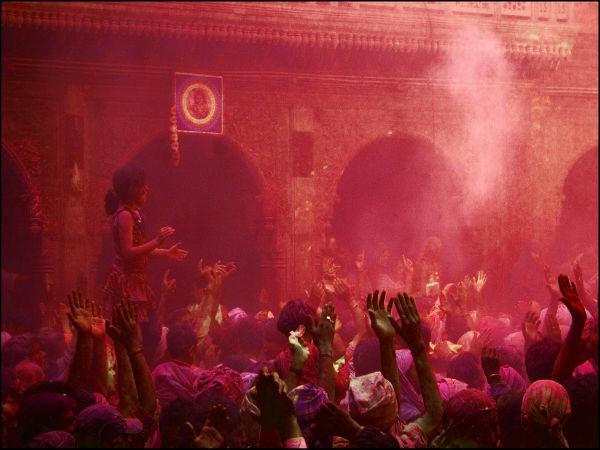 होली के रंग इन मशहूर स्थलों के संग