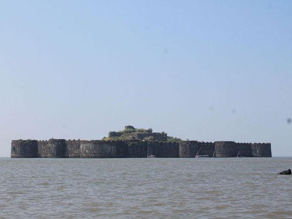 महाराष्ट्र में बसे 4 मुख्य समुद्री किले!