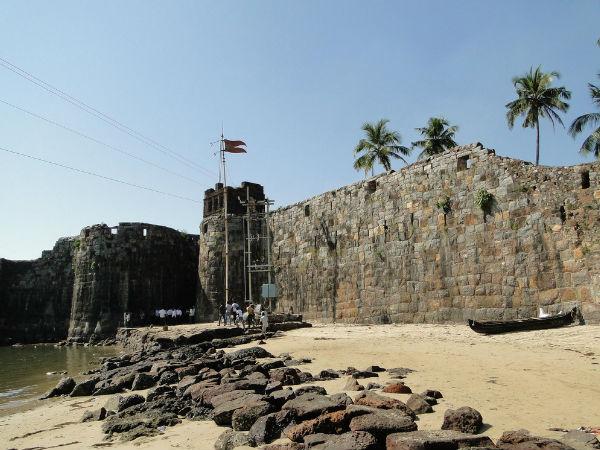 महाराष्ट्र का सिंधुदुर्ग किला: समुद्र में तैरता ऐतिहासिक आकर्षण!
