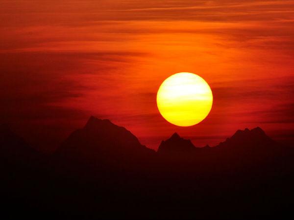 हिमालय की ख़ूबसूरत चोटियों का शानदार नज़ारा
