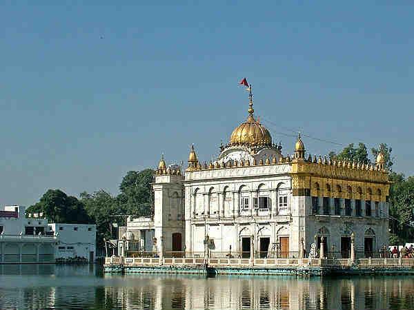 हुबहू स्वर्ण मंदिर का नकल है ये मंदिर