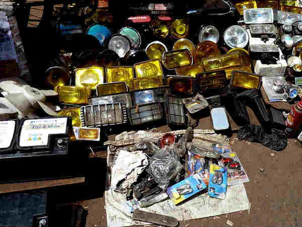 भारत के इन चोर बाजारों में मिलेगी सुई से एसयूवी तक