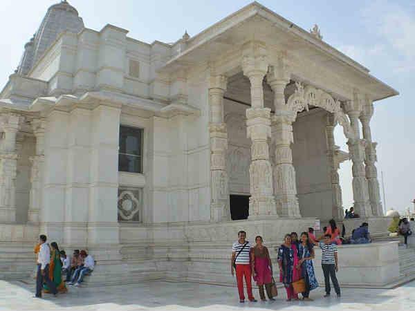 जयपुर के भव्य मंदिर..आपने देखे क्या