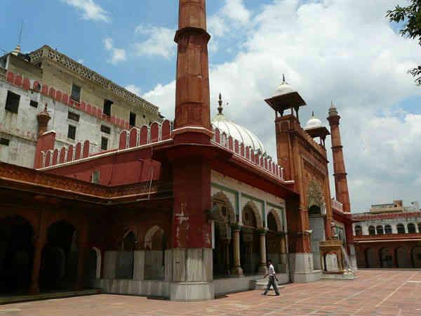 इतिहास को दर्शाती फतेहपुरी मस्जिद
