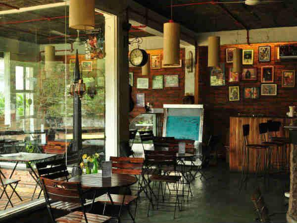 भारत के चर्चित बुक कैफे,जो आपकी शाम को बना देगी और भी सुहाना