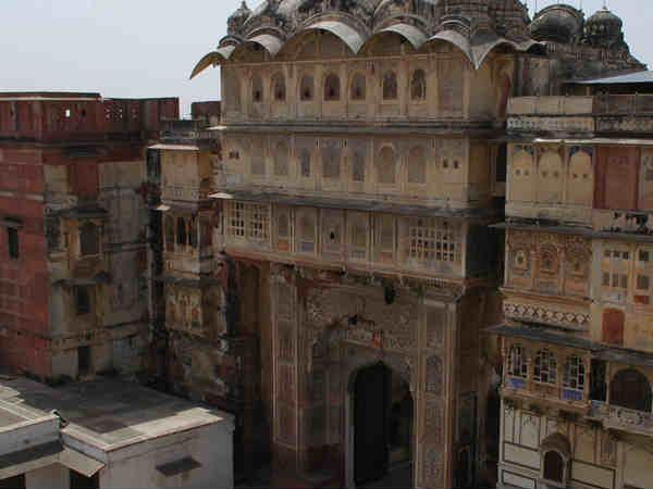 राजस्थान का सबसे पवित्र शहर करौली, जहां है 300 मंदिर