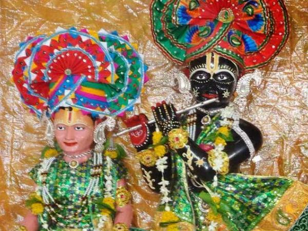 नारायण धाम-सखा सुदामा संग विराजते है श्री कृष्ण