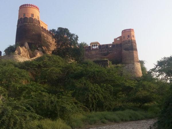 इस वीकेंड घूमे माधोगढ़ किला