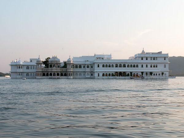 उदयपुर की खूबसूरत पिछोला झील