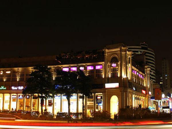 कनाट प्लेस</a></strong> वैलेंटाइन डे मनाने के लिए सबसे अच्छी जगह हैं। दिल्ली के कनाट प्लेस में आप अच्छे खाने के साथ शॉपिंग का भी लुत्फ उठा सकते हैं, साथ ही आत्मिक शांति के लिए कनाट प्लेस में स्थित <strong><a href=
