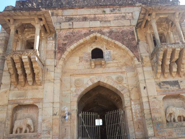 भारत का प्रचीन किला, जिसके दरवाजे से टपकता है खून