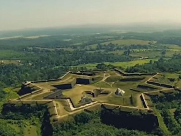 <strong></strong>इतिहास के पन्नों में खो चुके भारत के ऐतिहासिक किले, जिन्हें आपको जरूर देखना चाहिए!