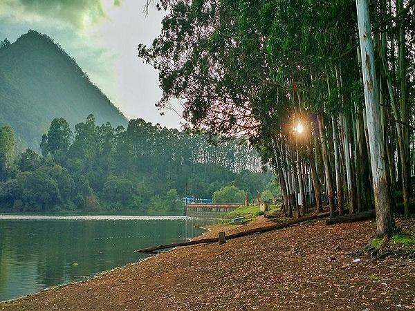 इन गर्मियों आनंद उठाएं देवीकुलम के इस खास स्थानों का