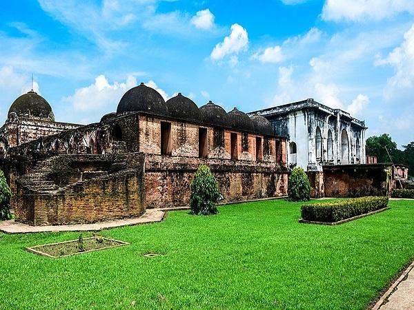 पश्चिम बंगाल का मुगलकालीन शहर मुर्शिदाबाद, नहीं देखे होंगे यहां के जैसे महल