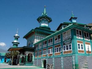 Famous Masjid Picturised In Bollywood Films