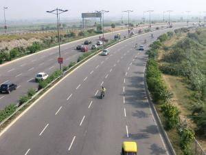 Delhi Noida Direct Flyway Hindi