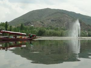 Manasbal Lake In Kashmir Hindi