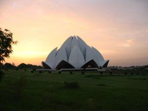 Interesting Facts About Lotus Temple In Delhi Hindi