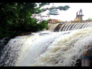 Bhadaiya Kund Shivpuri Couples Get Closer After Taking A Bath In This Fall