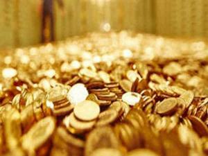 Maha Laskhmi Temple Gives Away Gold As Prasad