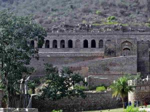 This Is The Story Of India Most Haunted Place Bhangarh Fort