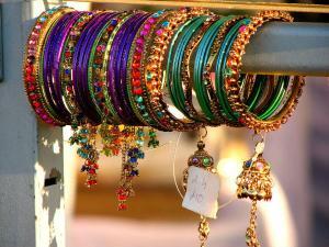 Explore The Traditonal Markets Of India Hindi