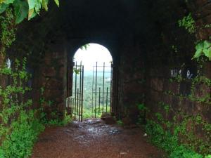 Popular Forts Goa Hindi