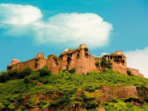 Explore The Rich Heritage At Malwa Plateau Madhya Pradesh Hindi