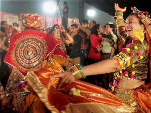 Top 5 Places Delhi Navratri Celebrations Dandiya Nights Hindi