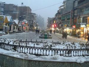 Manali Witnesses Season S First Snowfall November