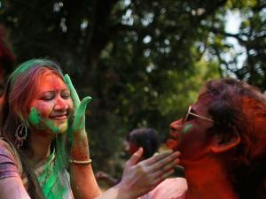 Unusual Holi Traditions Across India 2018 Hindi