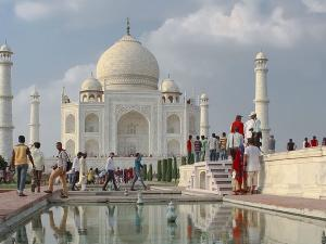 From April Tourist Can Stay At Taj Mahal Only 3 Hours Hindi