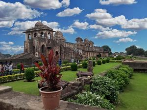 A Travel Guide To Haathi Mahal In Mandu Madhya Pradesh