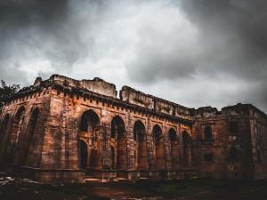 Hindola Mahal Mandu Madhya Pradesh Hindi