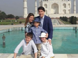 Canadian Pm Justin Trudeau Visits Taj Mahal With Family See Pics Hindi