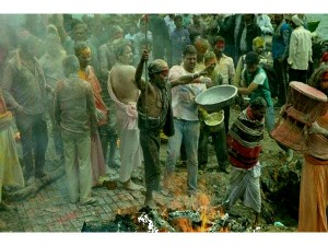 Holi Celebration Varanasi Funeral Ashes Hindi