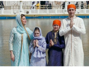 Canadian Prime Minister Justin Trudeau Golden Temple See Pic Hindi