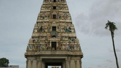 अगर है हिम्मत, तो एक पूरा दिन बिताएं नागों के इस मंदिर में