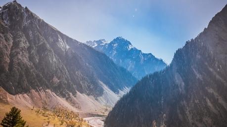 किसी जन्नत से कम नहीं कश्मीर की खूबसूरत यूसमर्ग घाटी