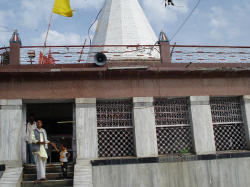 शारदीय नवरात्री 2017: मां के इस मंदिर में आज भी आला उदल करते हैं मां का श्रृंगार